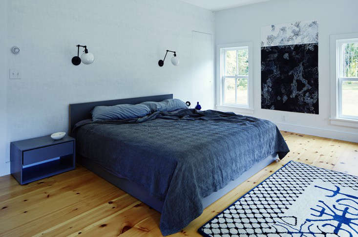 Dunja and Whitman designed the stained plywood bed frame and had the side tables stained to match. The wall lights are Schoolhouse Electric&#8