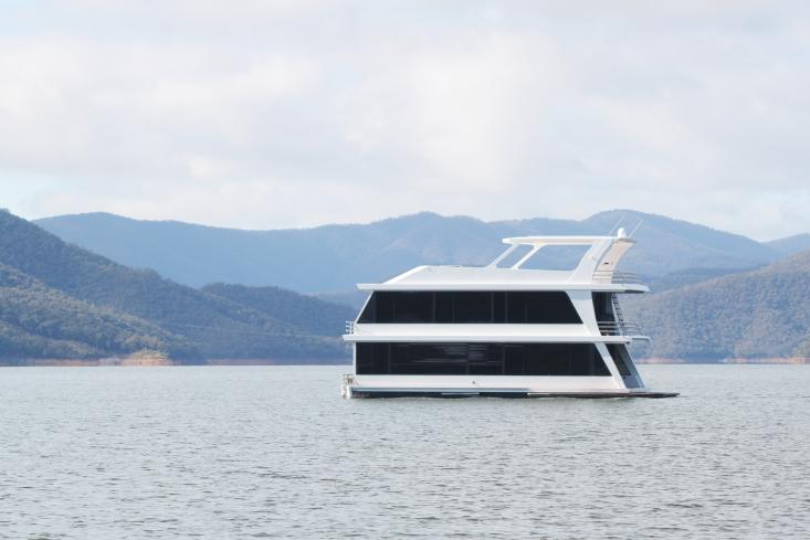 Eildon housboat by Pipkorn Kilpatrick Melbourne Remodelista 20