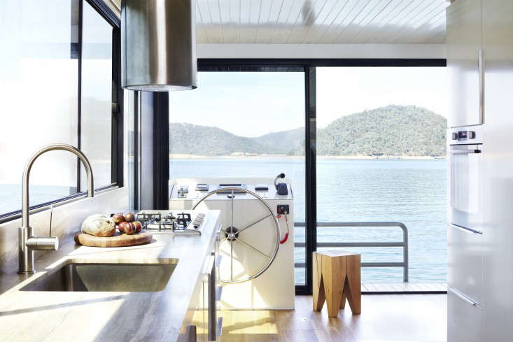 Eildon housboat by Pipkorn Kilpatrick Melbourne Remodelista 5