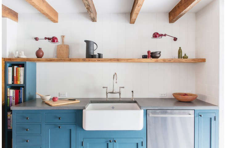 Trend Alert The Cult of the Blue Kitchen 10 Favorites A kitchen in Fort Greene, Brooklyn by Elizabeth Roberts with cabinets painted in Benjamin Moore&#8\2\17;s Newport Green.