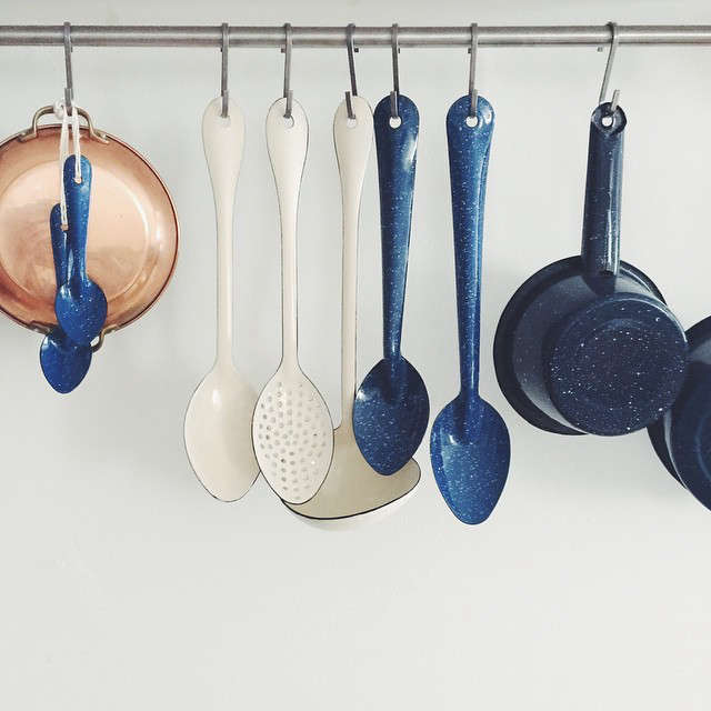Enamelware-in-Trollhagenco-theschoolhouse-kitchen-remodel-Remodelista-6