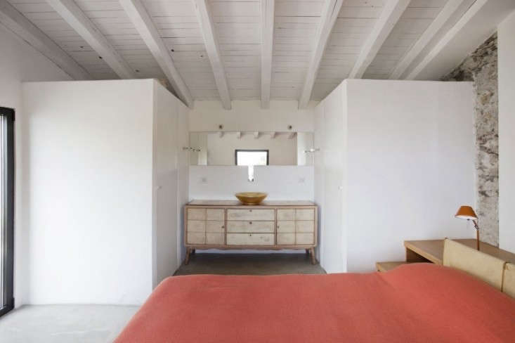 in another bedroom, more persimmon, via bed linens. (for a similar italian bedr 15