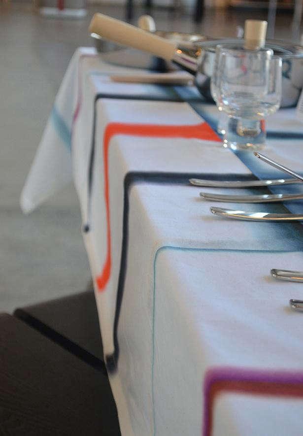 Fold unfold tablecloth 3