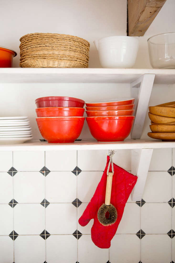 Rehab Diary The Ultimate Houseboat in NYC Limiting the kitchen&#8\2\17;s palette keeps the open shelves looking tidy.