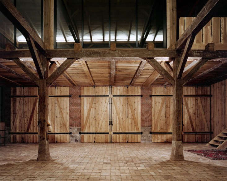 The 00 farm building, known as Landhaus, was once used to house two settler families as well as their cattle. The converted interior is still defined by a series of original beams and trusses.