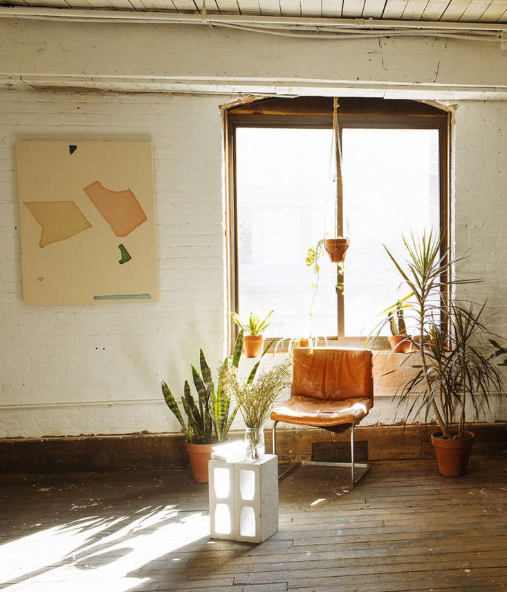 12 Tables Made with Cinder Blocks Economy Edition portrait 9