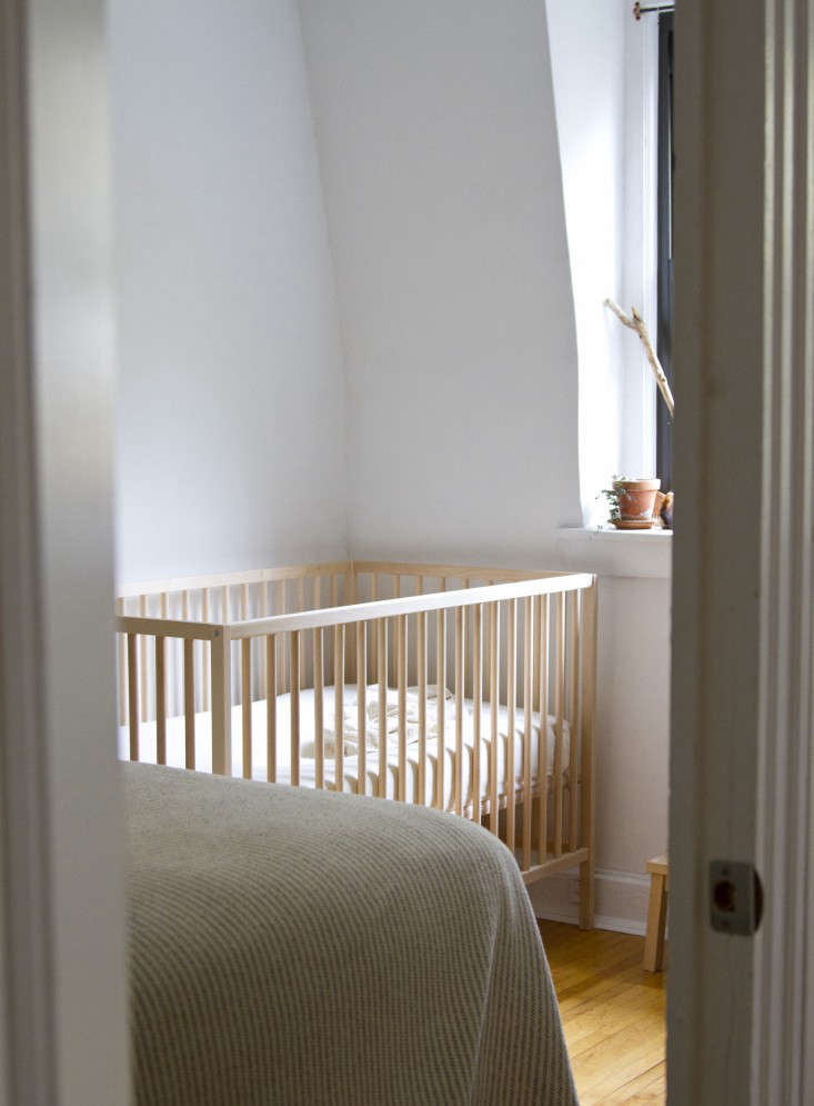 10 Easy Pieces Best Cribs for Babies portrait 3