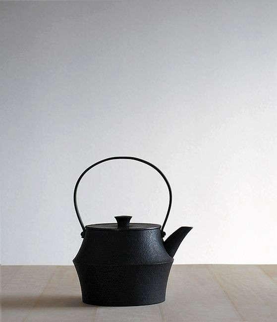 Japanese cast iron kettle Analogue Life Remodelista 0