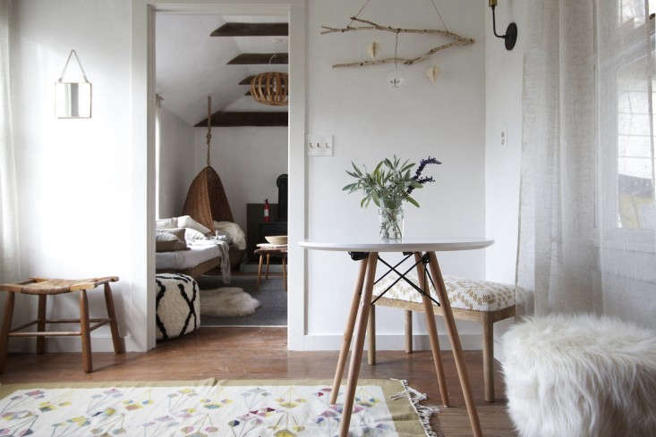 The New Rusticity 11 DIY Ways to Use Branches Indoors A tree branch becomes a place for wabi sabi display in another Jersey Ice Cream Co. project: The One Month Remodel: A Catskills Guesthouse.