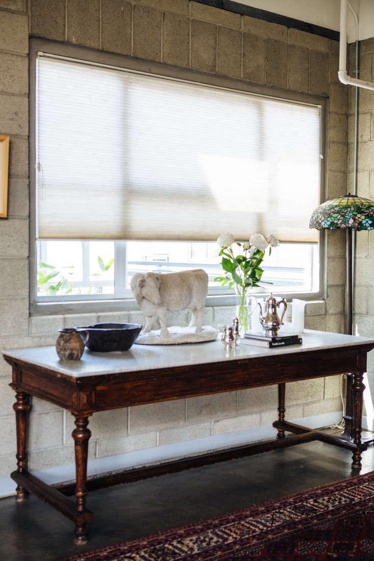 joan mcnamara la loft marble top table ljoliet remodelista 23
