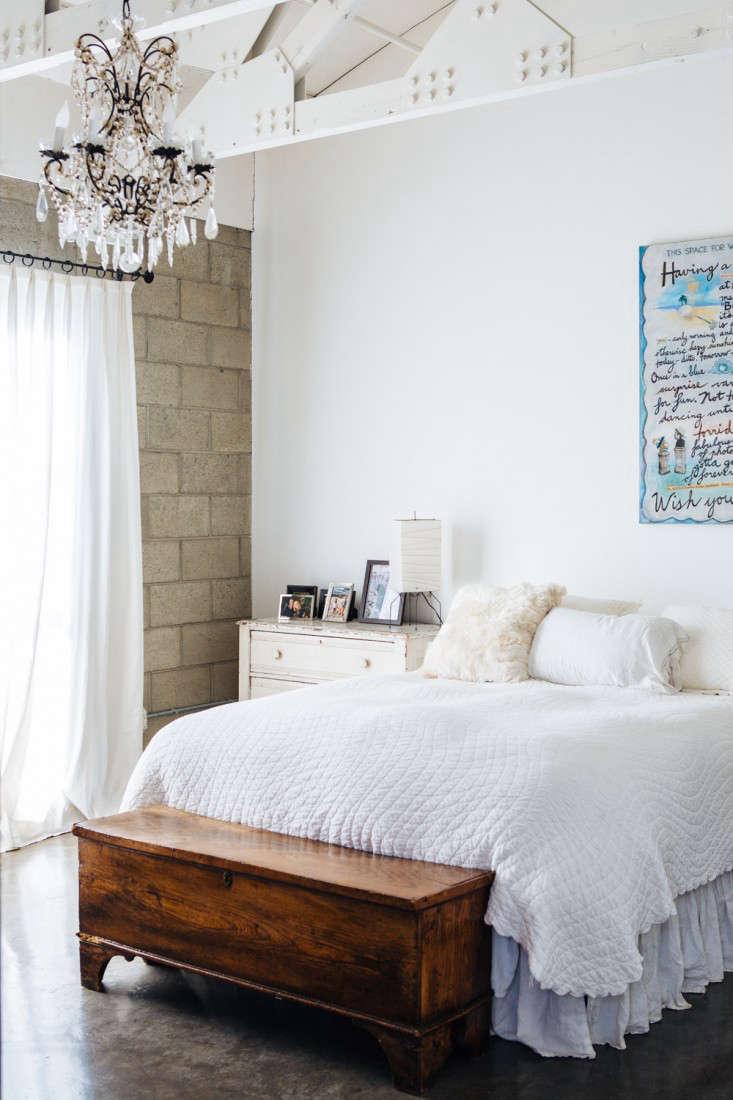 joan mcnamara la loft bedroom ljoliet remodelista 24