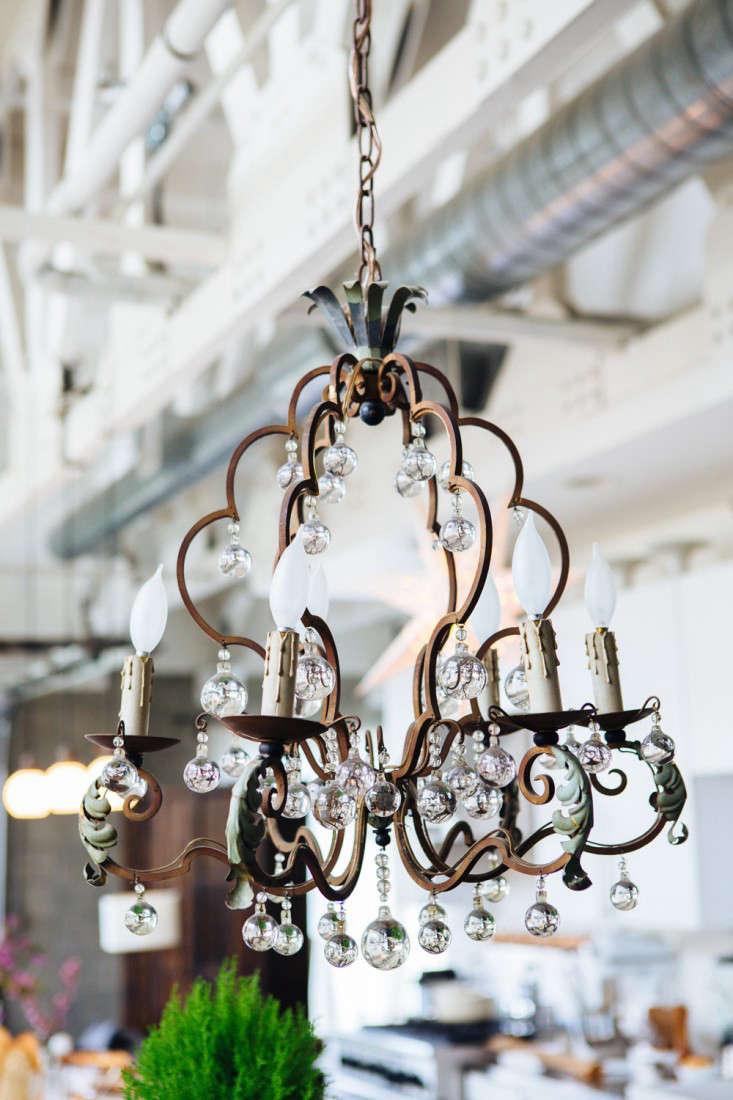 joan mcnamara la loft chandelier ljoliet remodelista 16