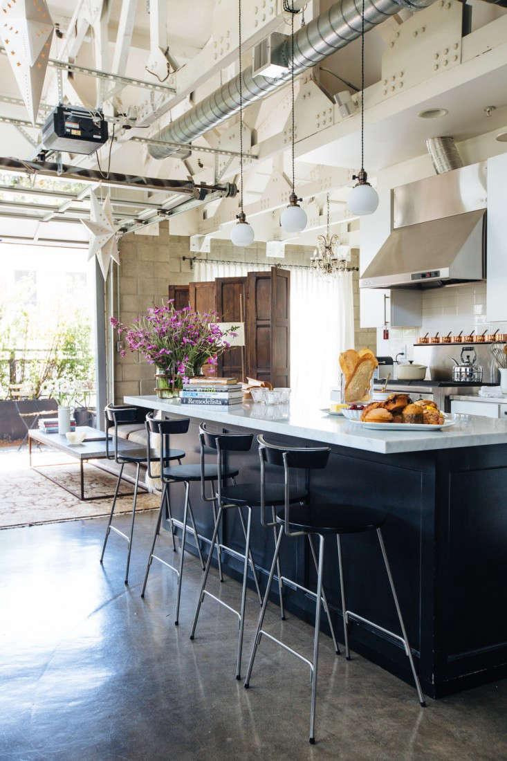 joan mcnamara la loft kitchen counter ljoliet remodelista 10