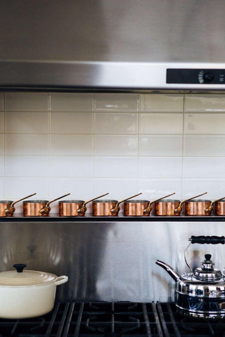 joan mcnamara la loft stove with copper pans ljoliet remodelista 12