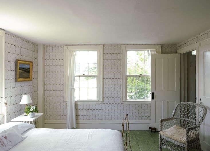 Green splatter-painted floors in Justine&#8