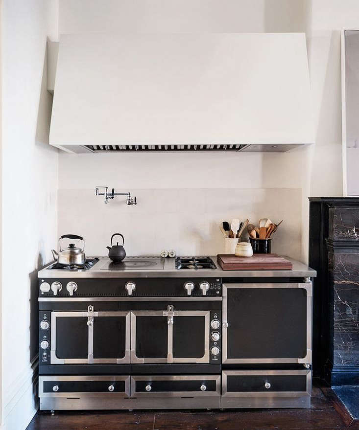 6 ChteauStyle Cooking Ranges for the Luxe Holiday Kitchen portrait 5