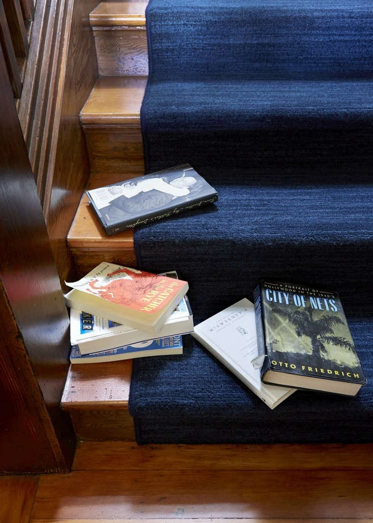 Remodeling 101 All About Stair Runners A close up of a &#8\2\20;waterfall&#8\2\2\1; installation with bound edges in the home of Michael Chabon and Ayelet Waldman; for more go toThe Mysteries of Berkeley: A Literary Couple at Home.