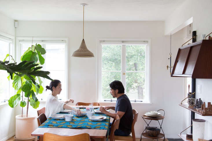 Midcentury Meets Zen A DIY Remodel in LA &#8\2\20;We like to have long, leisurely breakfasts, enjoying the views of the big oak trees around the house,&#8\2\2\1; says Momo. Here they&#8\2\17;re shown at their eight foot long table—&#8\2\2\1;chosen to emphasize an open feeling&#8\2\2\1;—with chairs by Arne Hovmand Olsen.