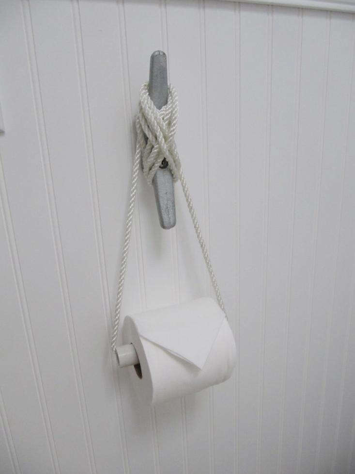 Nautical Cleat as TP Holder 02