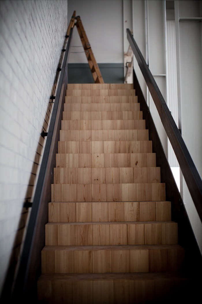The wooden stairs have a cube-like pattern and a steel railing designed by Fahlander.