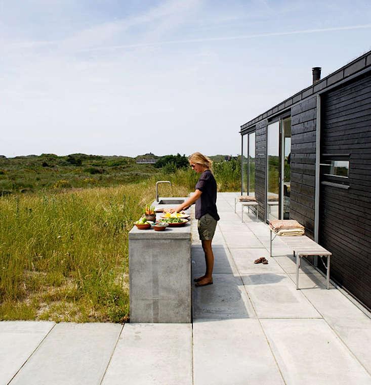 A beach house in Denmark by Regnbuen-Kontur Arkitekter(also viewable here).