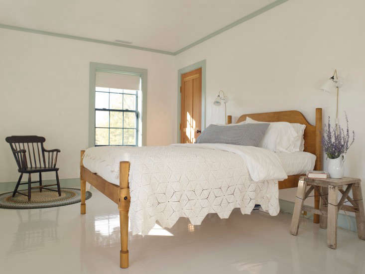 Taking inspiration from Shaker design, architect Rafe Churchill outlined this white room&#8