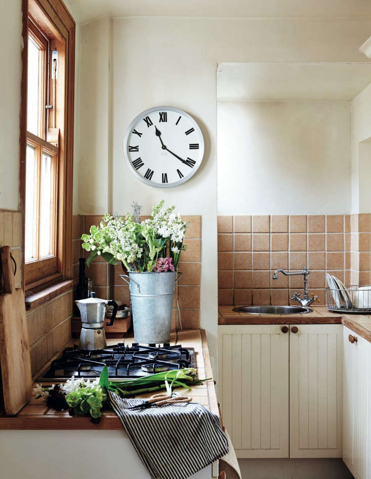 Required Reading Beautifully Small Sara Emslie Rachel Whiting Remodelista 03