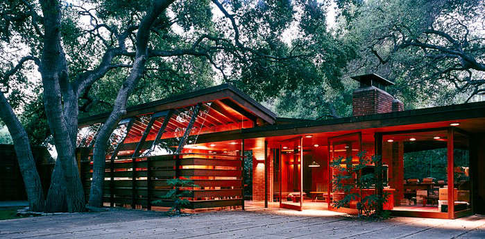 The Schaffer family originally used the property for picnics under the large oak trees, and later decided they wanted to live there permanently. Lautner designed the house around the existing oaks.