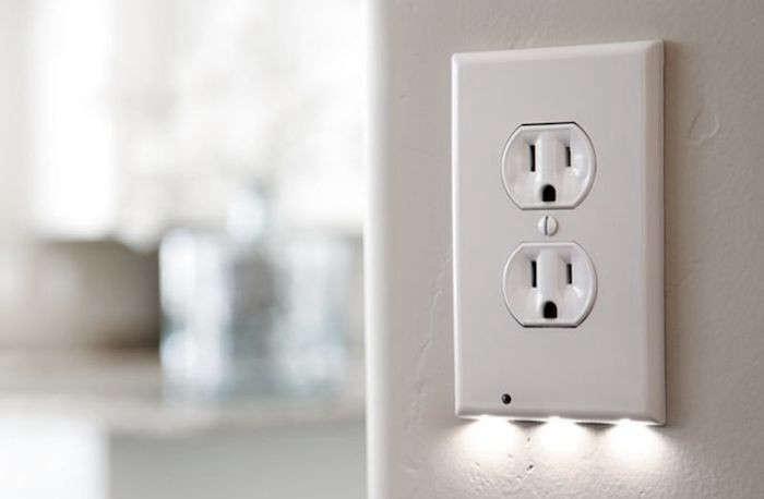 SnapPower Guidelight Socket Nightlight Remodelista