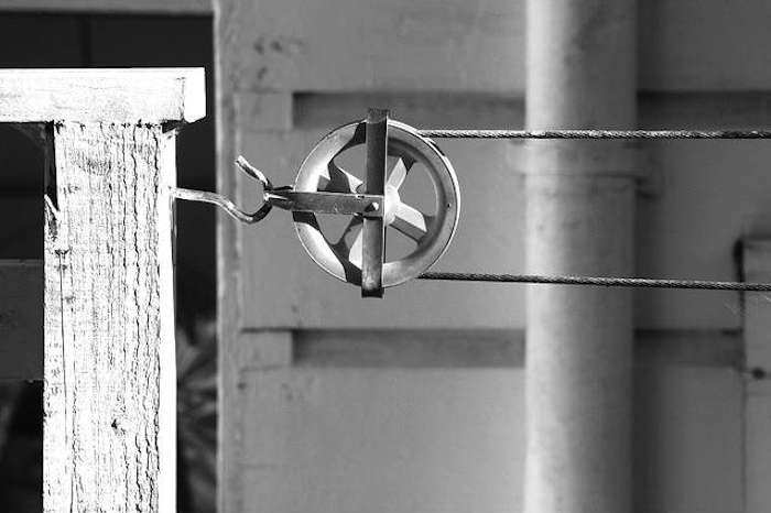 Made in Canada The Worlds Best Laundry Pulley portrait 3