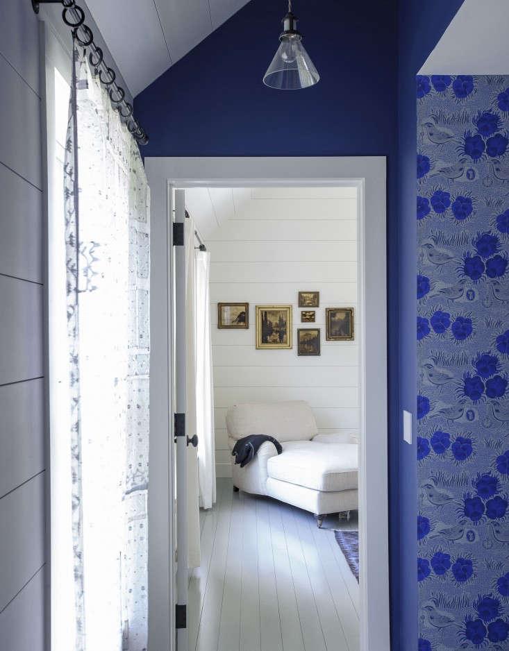 Simple gray-painted floors convey summertime in stylist Tiina Laakonen&#8