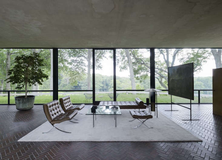 14 Lessons in Minimalism from the Glass House portrait 4