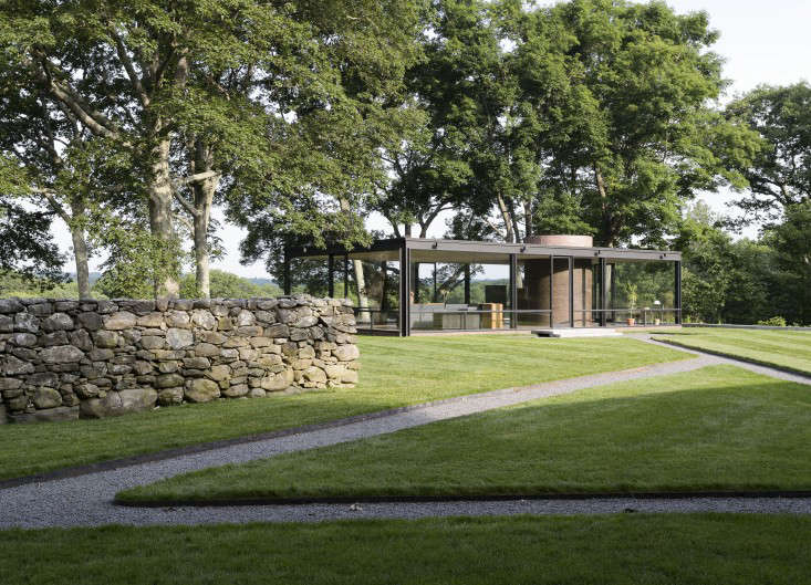 14 Lessons in Minimalism from the Glass House portrait 28