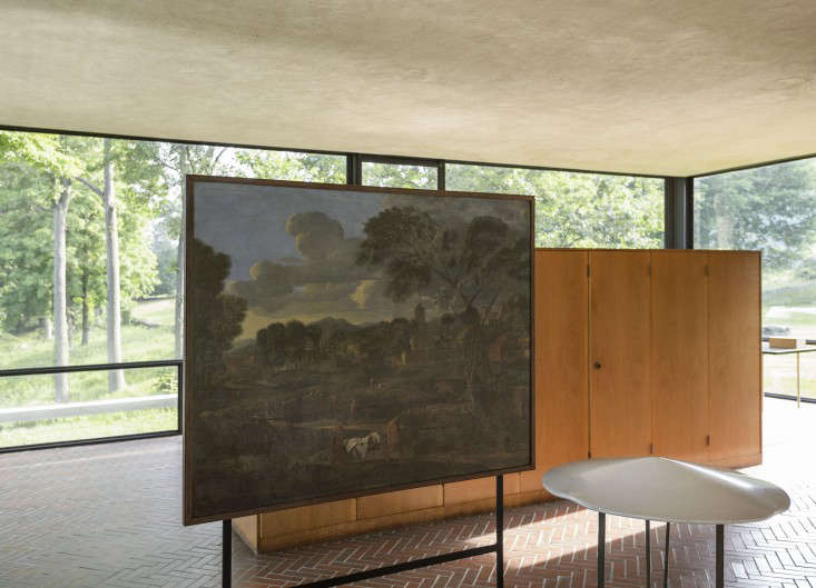 14 Lessons in Minimalism from the Glass House portrait 6