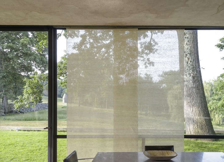 14 Lessons in Minimalism from the Glass House portrait 9