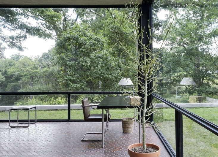 alexa visited philip johnson&#8\2\17;s glass house in new canaan, connectic 9
