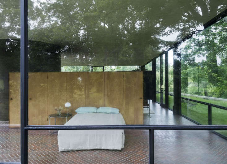 14 Lessons in Minimalism from the Glass House portrait 24