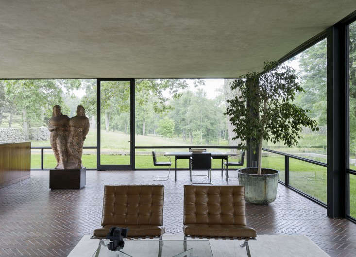 14 Lessons in Minimalism from the Glass House portrait 8