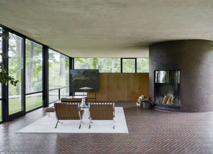 14 Lessons in Minimalism from the Glass House portrait 5