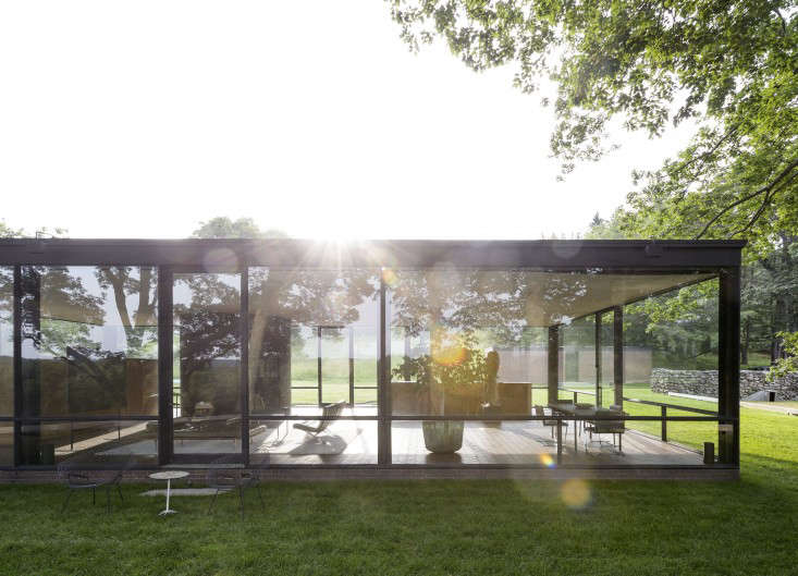 14 Lessons in Minimalism from the Glass House portrait 3