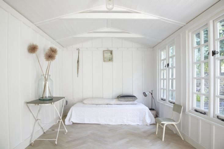 The White Album 27 Serene Bedrooms in Shades of Pale UK stylist Twig Hutchinson&#8\2\17;s summerhouse in the back of her London garden is used as a guest room, office, and photo studio. See more in Designer Visit: Rough, Rustic, and Refined with Twig Hutchinson. Photograph by Rahel Weiss, courtesy of Twig Hutchinson.