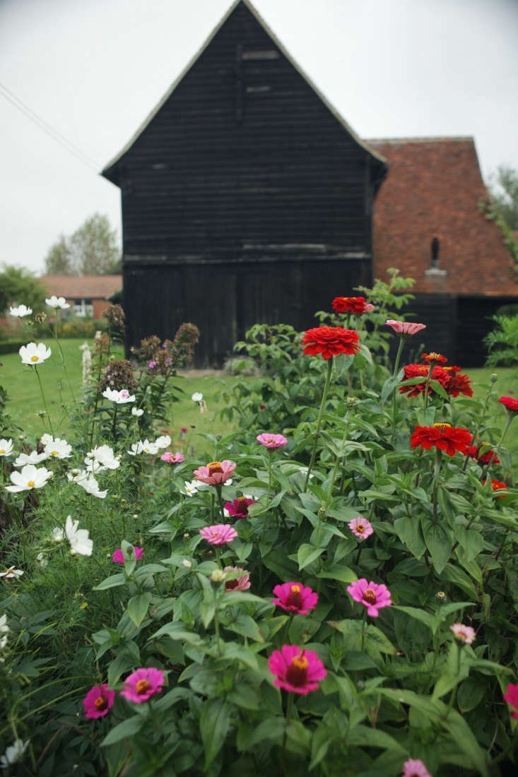 It turns out that dark, high-peaked garden buildings aren&#8