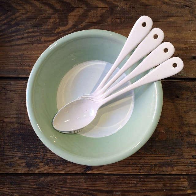 variopinte enamelware bowl and spoons remodelista 9