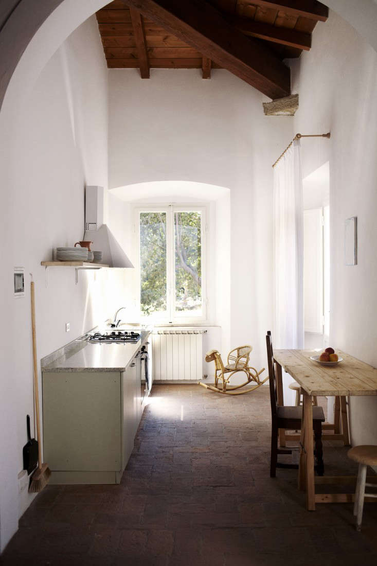 Steal This Look A Humble Tuscan Kitchen French Edition portrait 3