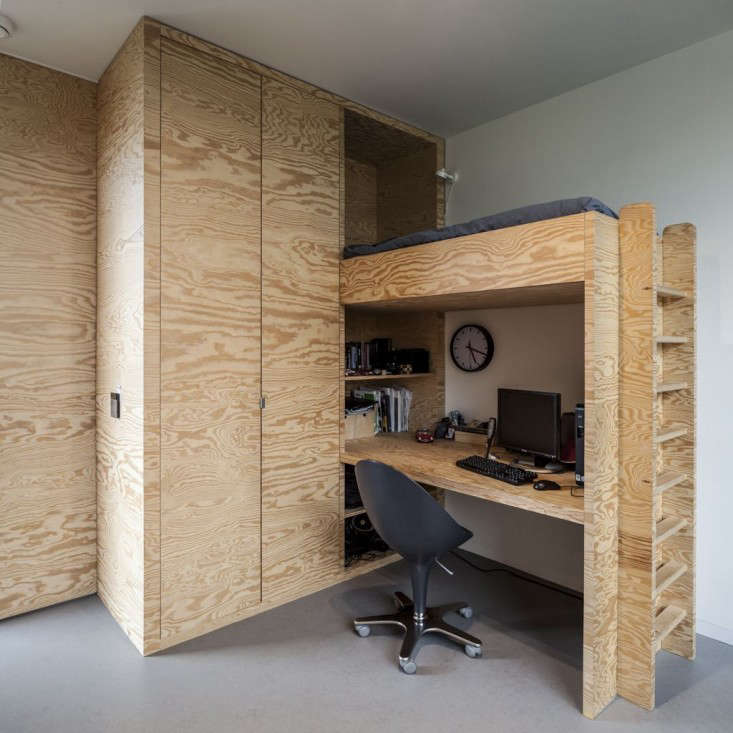 in the children&#8\2\17;s room, a bed and desk (with nook space) are built  23