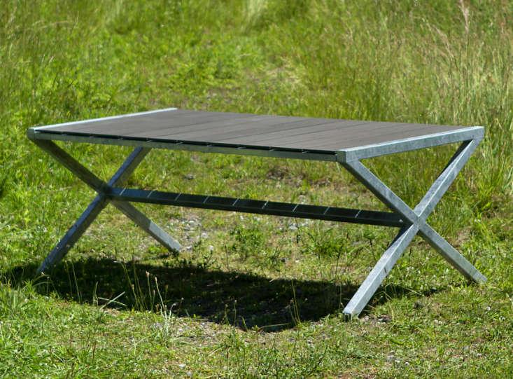 Zinc Crossed Leg Table 01