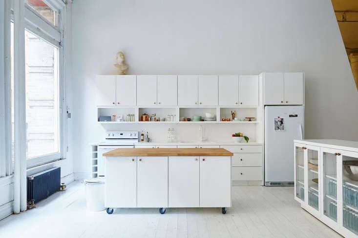 A Modern Office on a Startup Budget Brad Sherman for Sakara Life portrait 4
