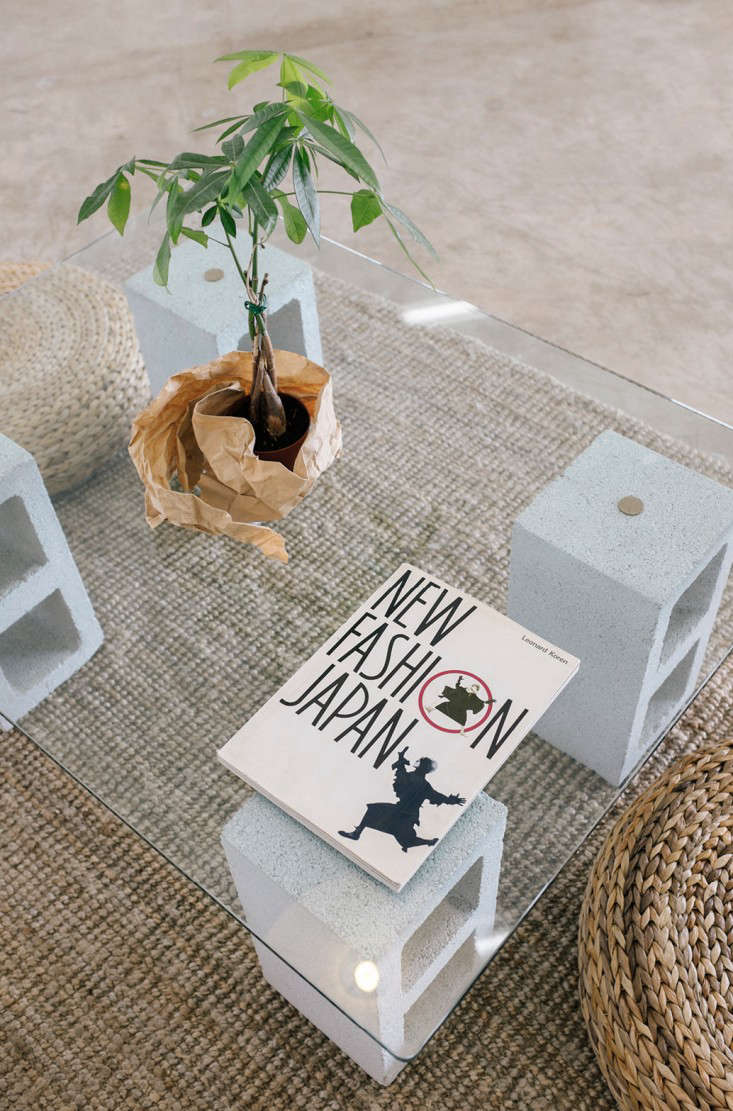 DIY 100 Glass and Concrete Coffee Table portrait 5