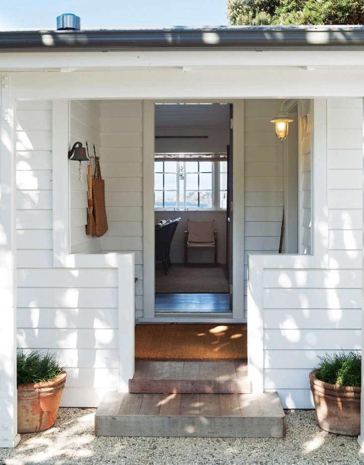 curb appeal entryway hooks gardenista