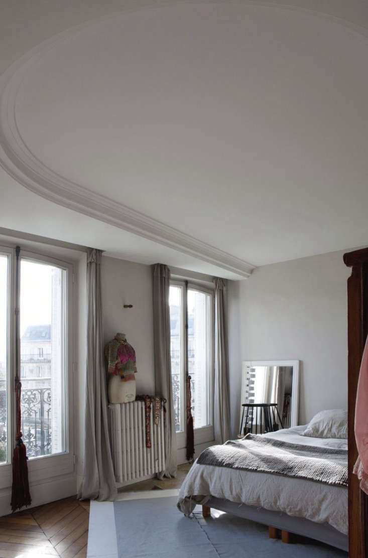 Cultural Exchange An Artfully Appointed Parisian Flat portrait 13